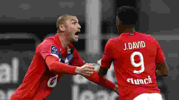 Burak Ilmaz e Jonathan David comemoram gol do Lille contra o Angers pelo Campeonato Francês - Stephane Mahe/Reuters - Stephane Mahe/Reuters