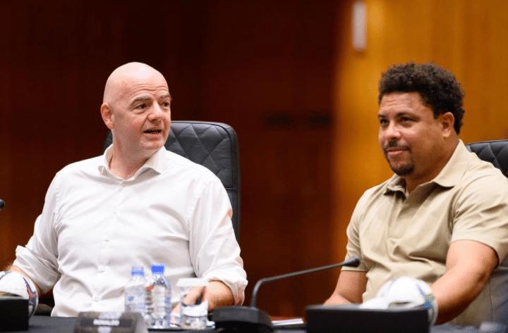 Ronaldo e Infantino em encontro no Catar