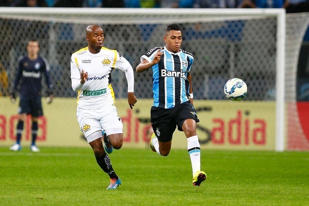 Atacante Pedro Rocha em ação na partida Grêmio e Criciúma, na Copa do Brasil