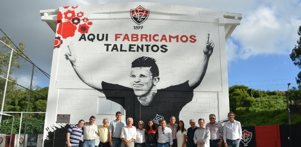Imagem de Gabriel Paulista foi grafitada em novo prédio do Vitória