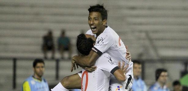 Caio Monteiro, de 19 anos, comemora seu gol: o primeiro como profissional do Vasco
