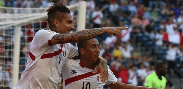 Guerrero comemora após marcar para o Peru contra o Haiti na Copa América Centenário