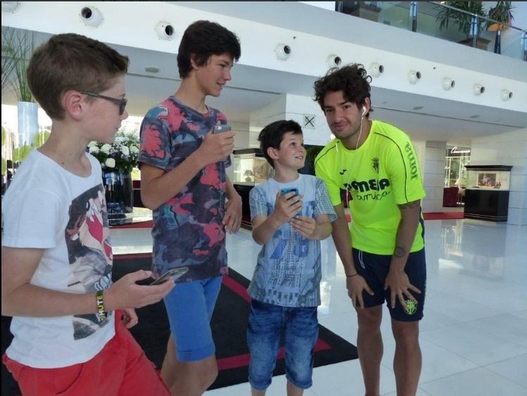 Pato atende torcedores na cidade do Porto