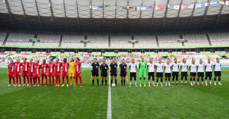 Alemanha e Canadá antes da semifinal no Mineirão