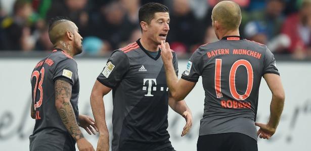 Lewandowski celebra um de seus gols com Robben