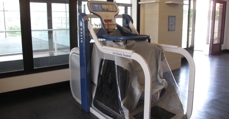 Dentre os diversos equipamentos da academia, chama a atenção a 'esteira da Nasa'. O equipamento, que ficou famoso por ser usado por Cristiano Ronaldo, permite correr com redução de até 80% do peso corporal