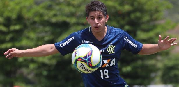 Conca trabalha com bola no Ninho do Urubu: pronto para estrear pelo Flamengo
