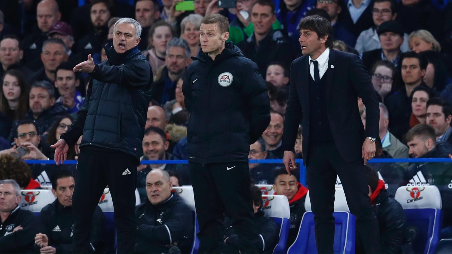 José Mourinho e Antonio Conte cobram arbitragem em jogo entre Chelsea e Manchester United pela Copa da Inglaterra