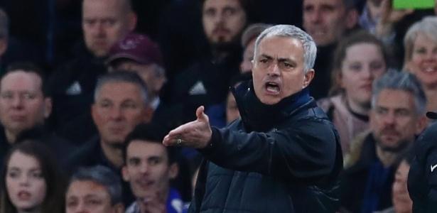 José Mourinho e Antonio Conte cobram arbitragem em jogo entre Chelsea e Manchester United - Eddie Keogh/Reuters