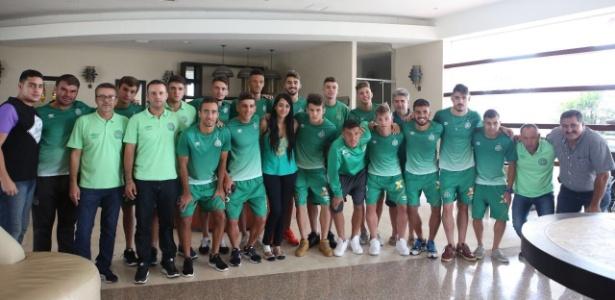 Ximena Suarez se encontra com jogadores do sub-20 da Chapecoense