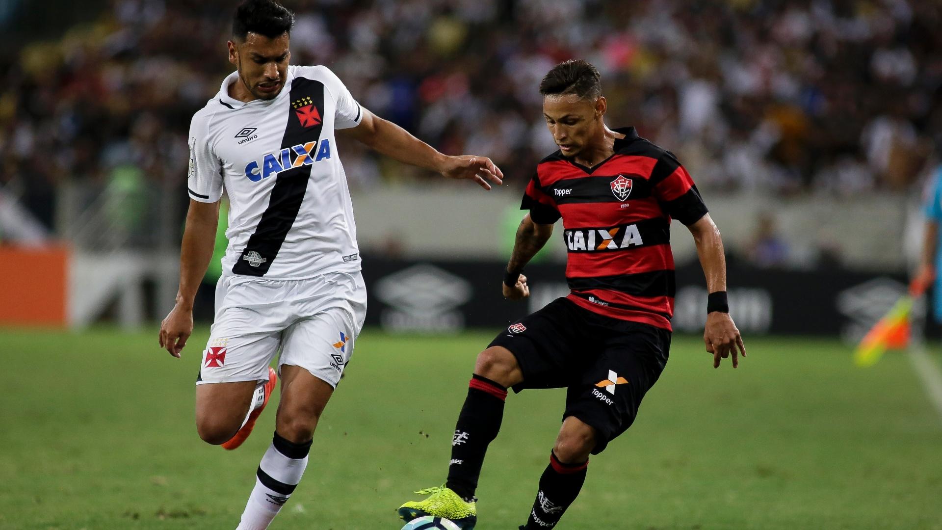 Neilton em ação pelo Vitória contra o Vasco