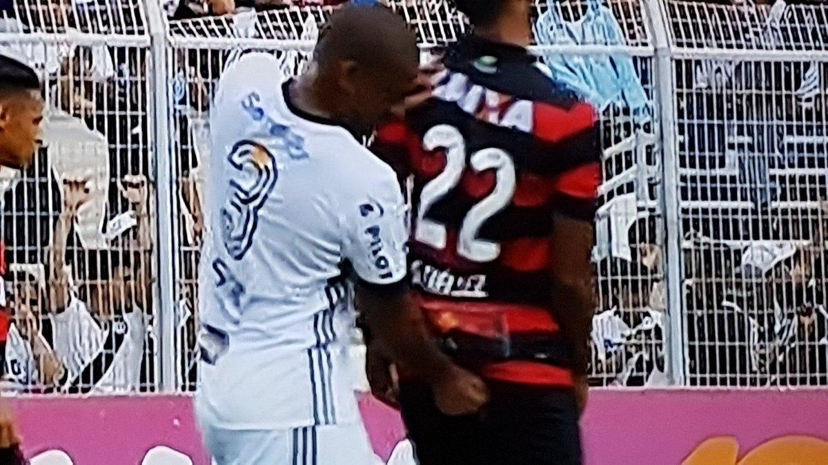 Rodrigo dá dedada em ânus de Tréllez