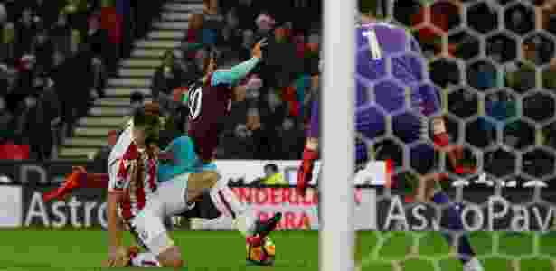 Ex-Fluminense é suspenso na Inglaterra por simular pênalti - 19 12 ... 4834d8518a74d