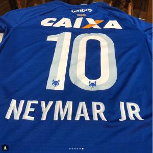 Cruzeiro entregou camisa autografada e personalizada antes de Neymar deixar BH