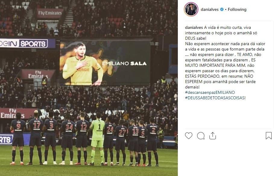 Daniel Alves lembra morte de Sala e propõe reflexão: