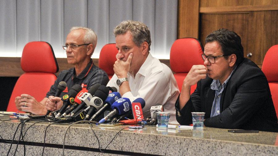Rodolfo Landim (centro) e Rodrigo Dunshee (d) pediram licença dos cargos no Flamengo - Marcelo Cortes/Flamengo