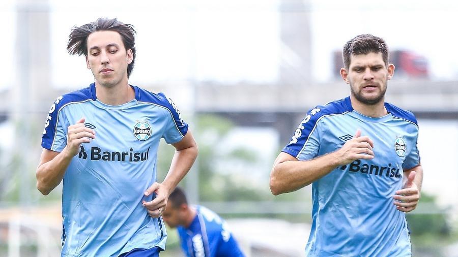 Pilar de conquistas do Grêmio, Geromel (e) e Kannemann (d) podem jogar juntos de novo - Lucas Uebel/Grêmio