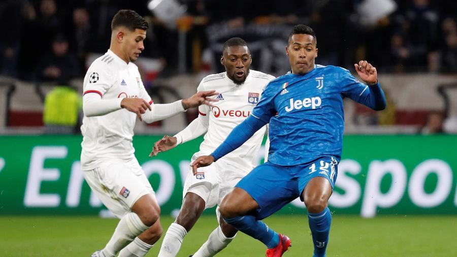 Bruno Guimarães em ação pelo Lyon contra a Juventus na Liga dos Campeões - Eric Gaillard/Reuters