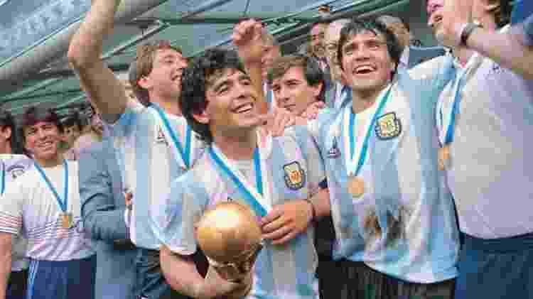 Maradona com a Copa em 1986 - Reprodução/Arquivo AFA - Reprodução/Arquivo AFA
