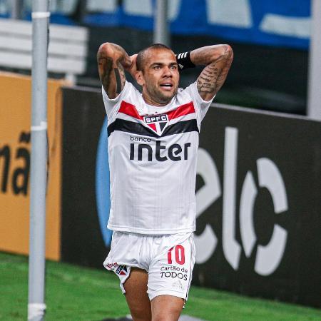 Daniel Alves lamenta lance de Grêmio x São Paulo, jogo da Copa do Brasil 2020 - Fernando Alves/AGIF