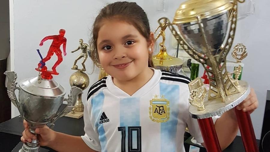 """Felicita Flores, garota de 8 anos, que """"desbancou"""" Messi e Neymar  - Instagram"""