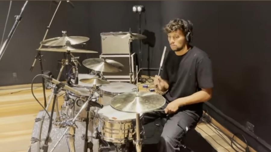 Gustavo Scarpa, meia do Palmeiras, posta vídeo tocando bateria  - Reprodução/Instagram