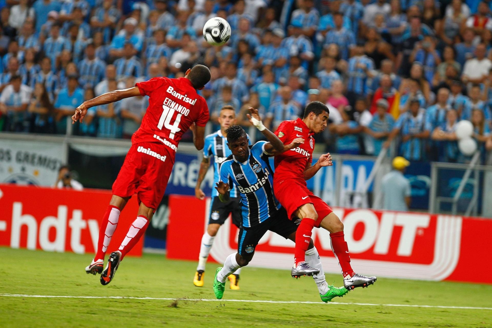 70ad79aec8 Lateral do Inter pode perder Gauchão ou até 180 dias por agressão a Bolaños  - 07 03 2016 - UOL Esporte