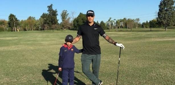 Ariel Nahuelpan joga golfe e usa Twitter para postar fotos e compartilhar conteúdo do esporte