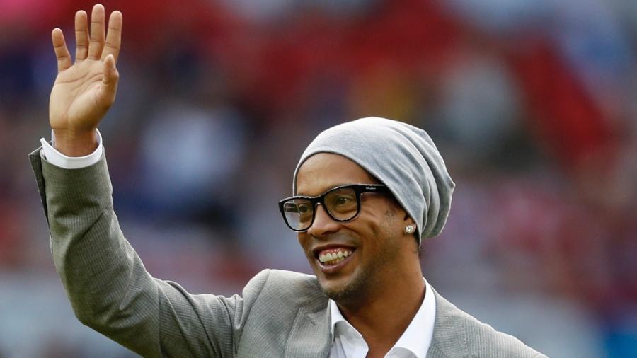 Ronaldinho antes de partida disputada na Inglaterra, no estádio Old Trafford - Phil Noble/Reuters