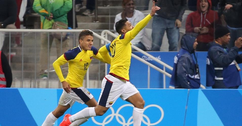 O colombiano Teófilo Gutiérrez comemora o gol marcado na equipe da Nigéria