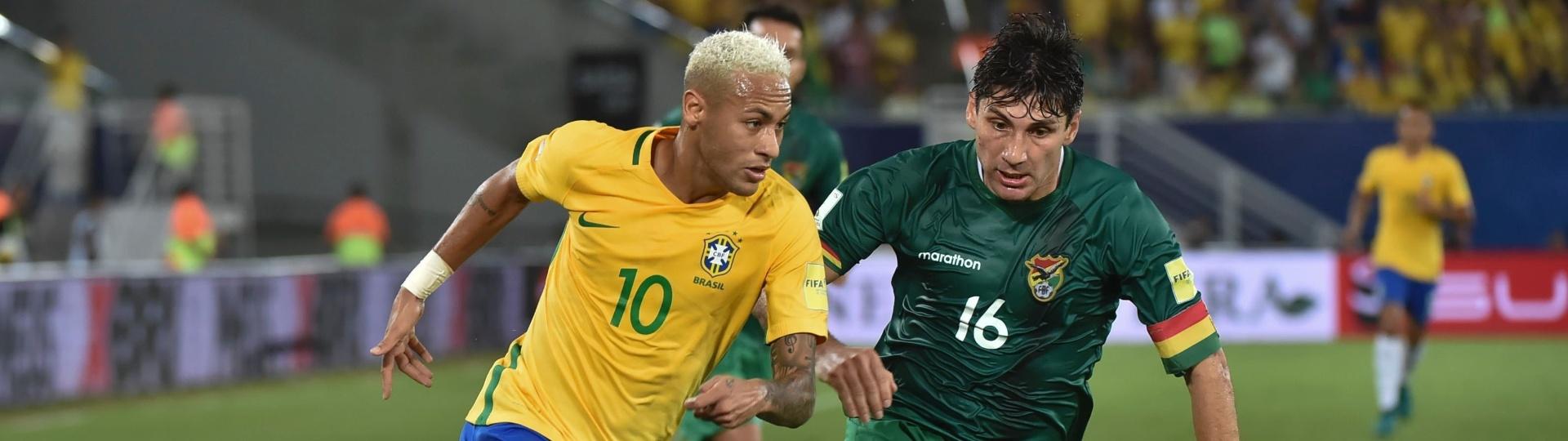 Neymar parte para cima de Ronald Raldes em Brasil x Bolívia