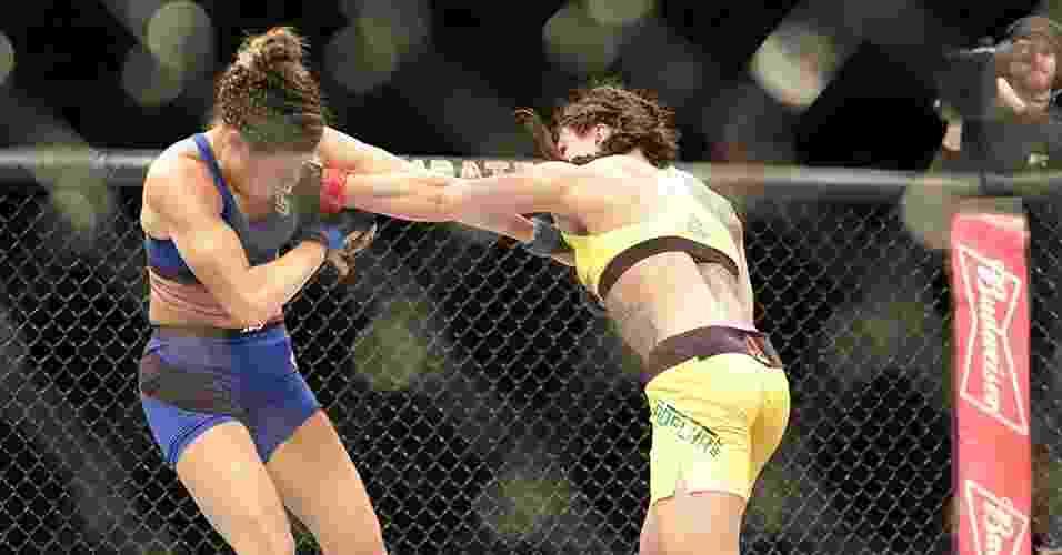 Claudinha Gadelha venceu a oponente na decisão dos juízes - Cleber Yamaguchi/Ag. Fight