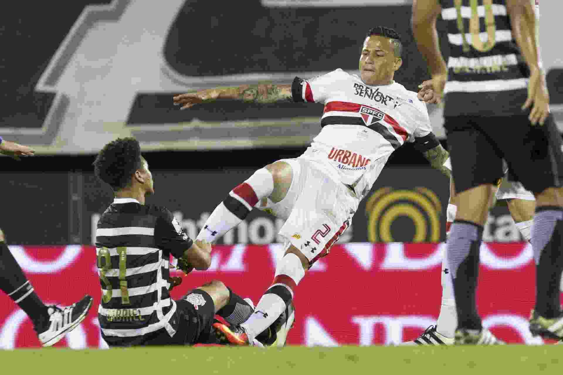 Marquinhos Gabriel, do Corinthians, se estranha com Bruno, do São Paulo - Daniel Augusto Jr./Agência Corinthians