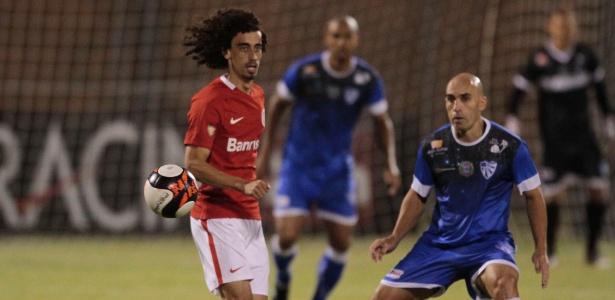 Valdívia, do Internacional, no duelo contra o Cruzeiro-RS