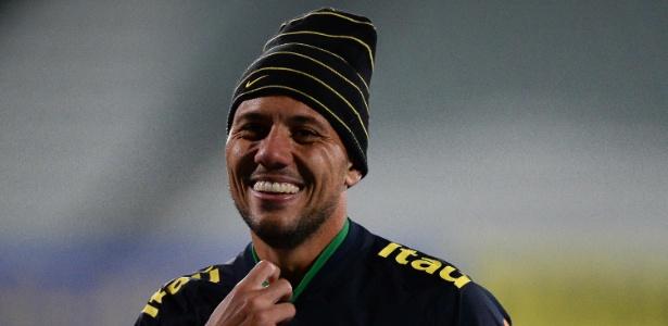 Diego Alves durante treinamento da seleção na Austrália: oportunidade de jogar