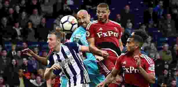 Richarlison marca de cabeça no empate entre Watford e West Bromwich pelo Inglês - REUTERS/Rebecca Naden