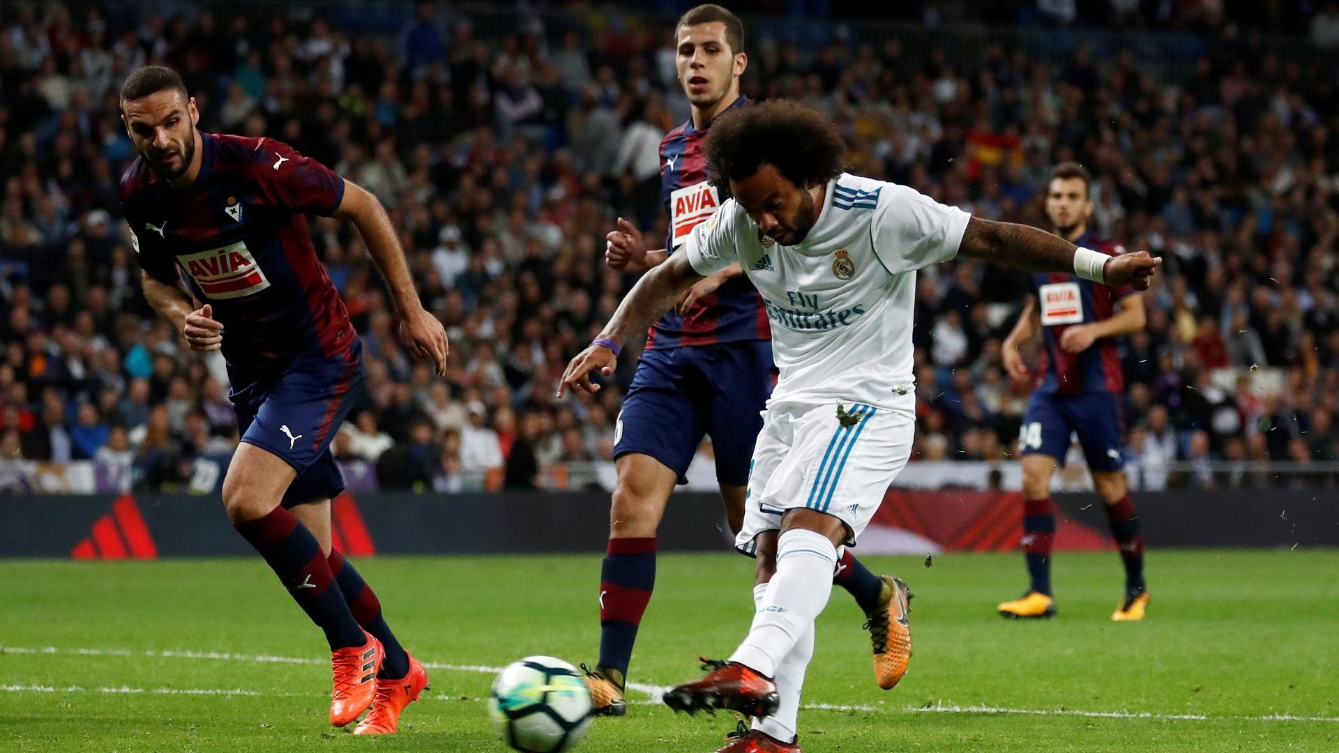 Marcelo finaliza durante jogo do Real Madrid contra o Eibar