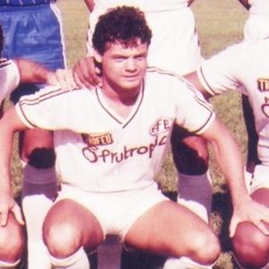 Sidnei Alástico ajudou a Ferroviária a chegar às semifinais do Paulista em 1985 - Site oficial da Ferroviária