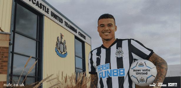 Newcastle oficializa contratação por empréstimo de Kenedy 755e3debc33f7