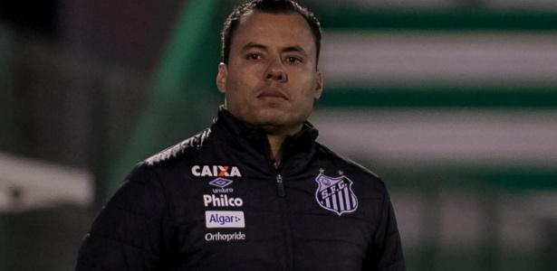 Jair Ventura em ação pelo Santos; dois jogos após a volta, ele foi demitido pelo Santos - Liamara Polli/AGIF