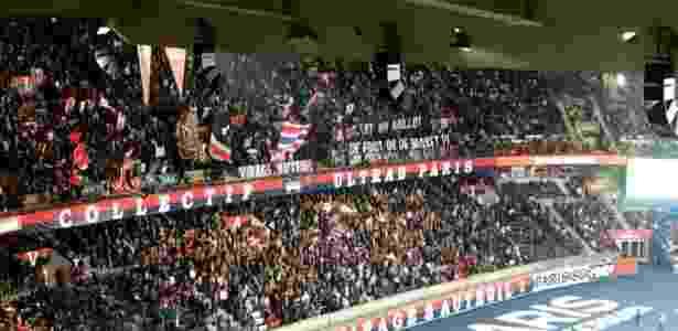 Torcida do PSG protesta contra acordo entre o clube e a Air Jordan - João Henrique Marques/UOL - João Henrique Marques/UOL