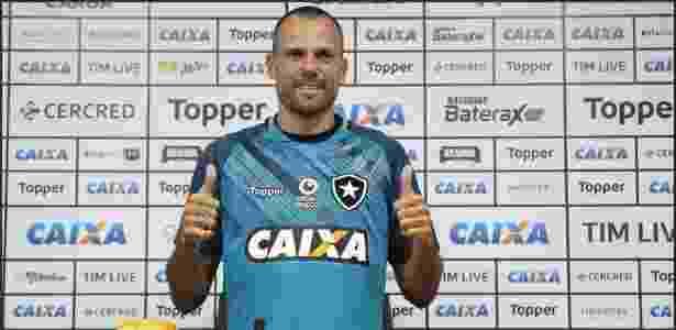 55abc5e2c7 Reforços sofrem e iniciam temporada na reserva do Botafogo - 16 01 ...