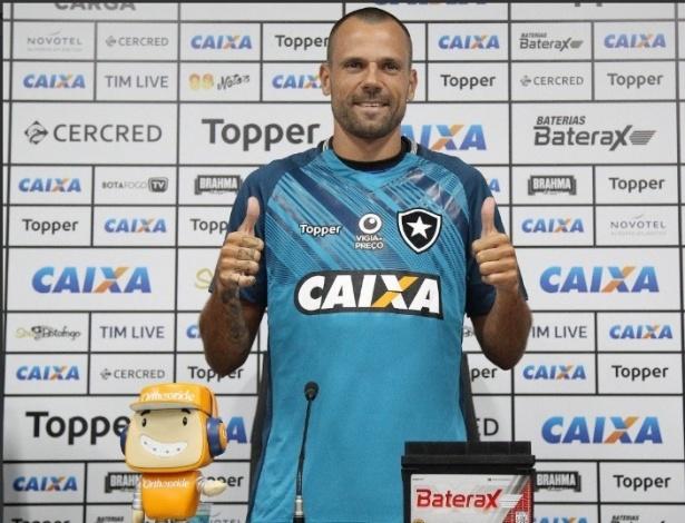 a99ec5566a Diego Cavalieri foi apresentado pelo Botafogo nesta sexta-feira (4)