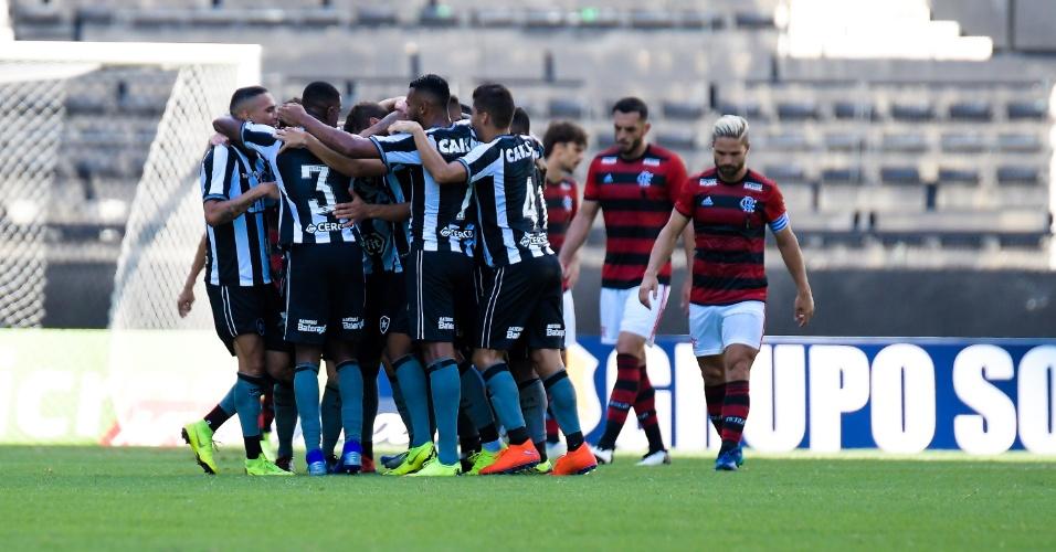 Jogadores do Botafogo comemoram gol de Jean sobre o Flamengo
