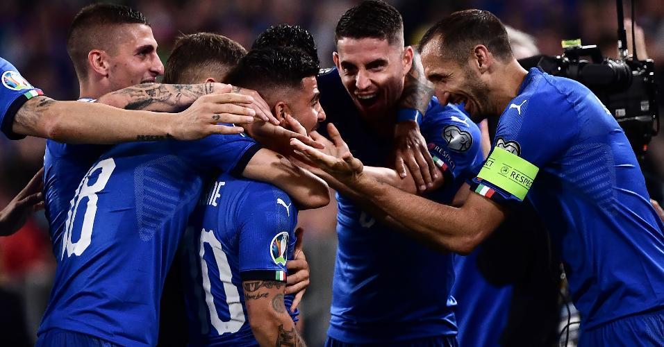 Insigne comemora gol da Itália contra a Bósnia
