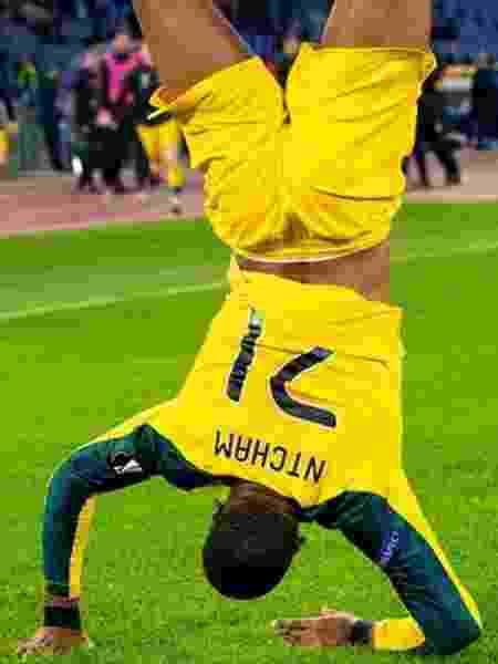 Olivier Ntcham comemorou gol da vitória em Roma de cabeça para baixo - Celtic/Divulgação