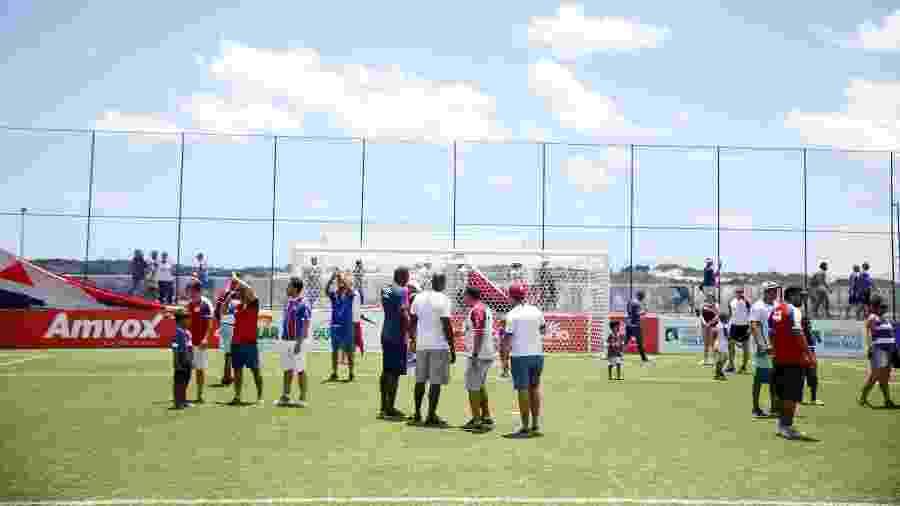 """Campo da Cidade Tricolor """"invadido"""" por torcedores durante inauguração do CT - Felipe Oliveira / EC Bahia"""