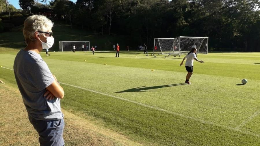 Pia Sundhage assiste treino do time feminino do São Paulo em Cotia - Renata Lutfi/São Paulo