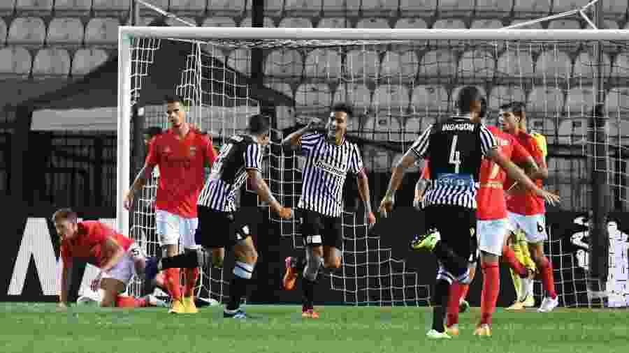 Jogadores do PAOK comemoram gol contra o Benfica - REUTERS/Alexandros Avramidis