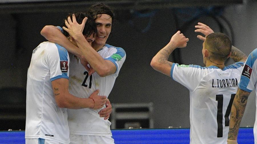 Nunez, Cavani e Torreira comemoram gol do Uruguai sobre a Colômbia - RAUL ARBOLEDA/AFP